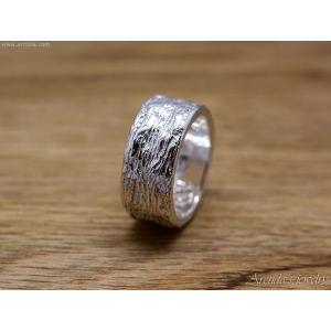 Carved massive ring with tree bark texture wide band
