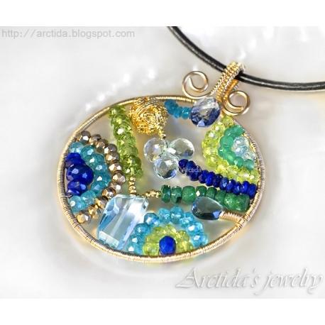 Mosaik hängsmycke Apatit Iolit Lapis lazuli Peridot Pyrit Smaragd blå Topas guld halsband